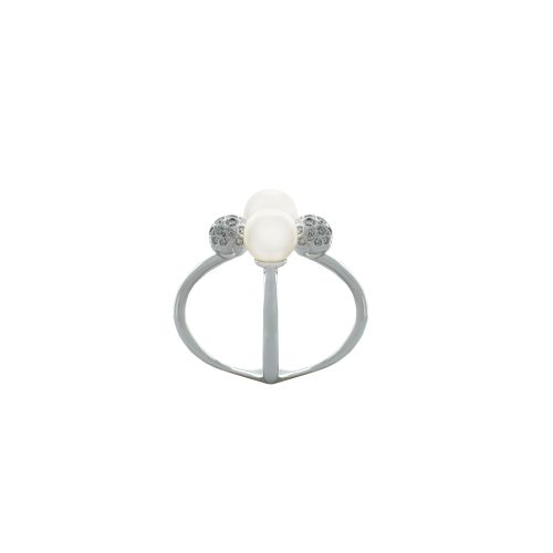 Pearl ring with diamond ball